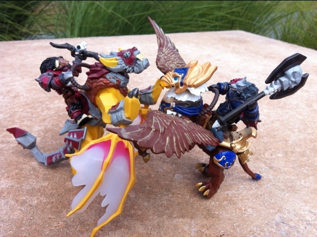 Mega Bloks World of Warcraft Swift Wyvern vs. Swift Gryphon 2012