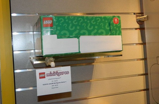 LEGO Minifigures Series 11 Box Green Blind Bags Summer 2013