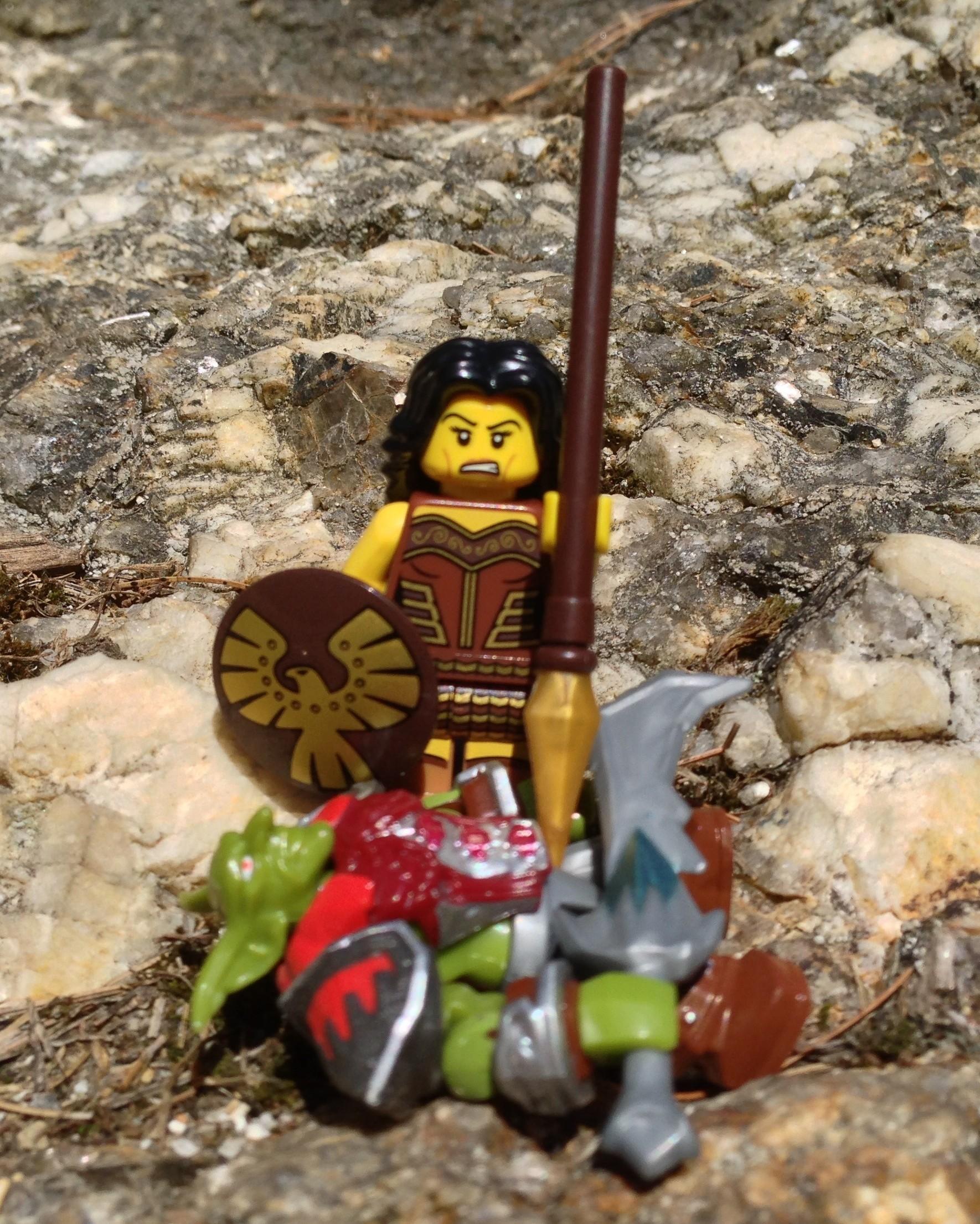 NEW LEGO MINIFIGURES SERIES 10 71001 Warrior Woman