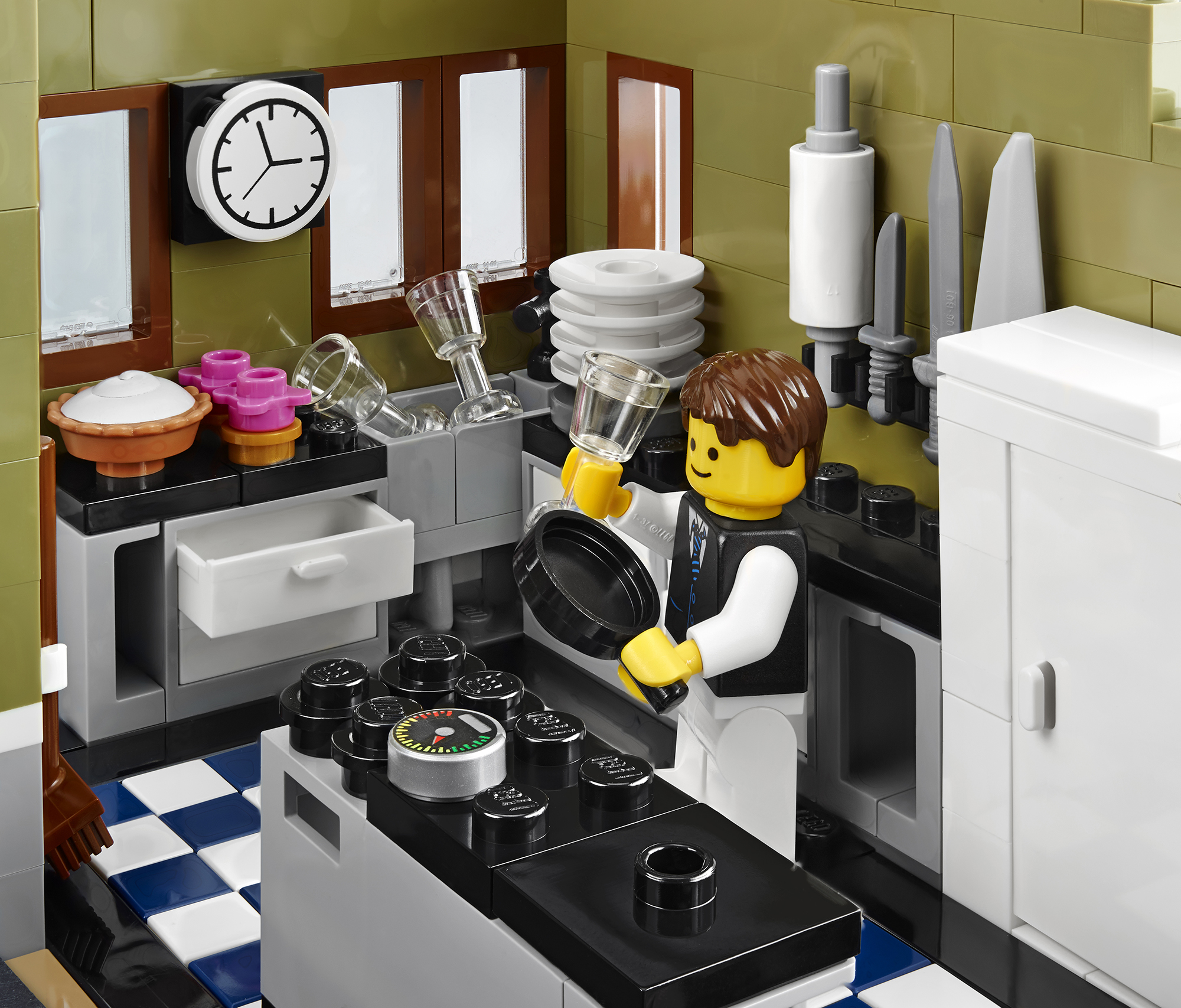 2014 lego parisian restaurant 10243 modular building photo for Kitchen set up for restaurant