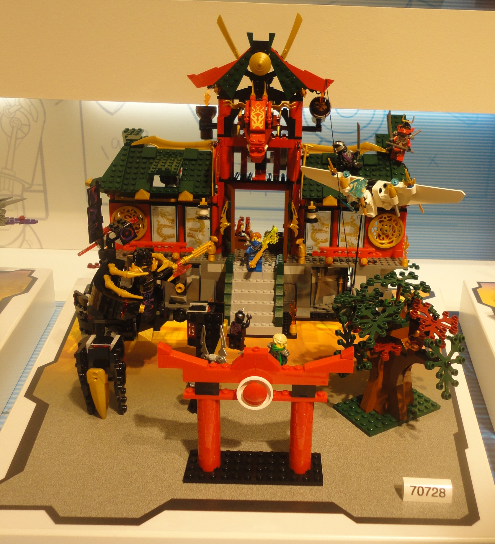 LEGO Ninjago Battle for Ninjago City 70728 Summer 2014 Set Photos