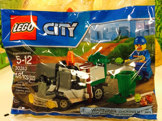 30313 LEGO Garbage Truck Polybag Set Released LEGO City 2015