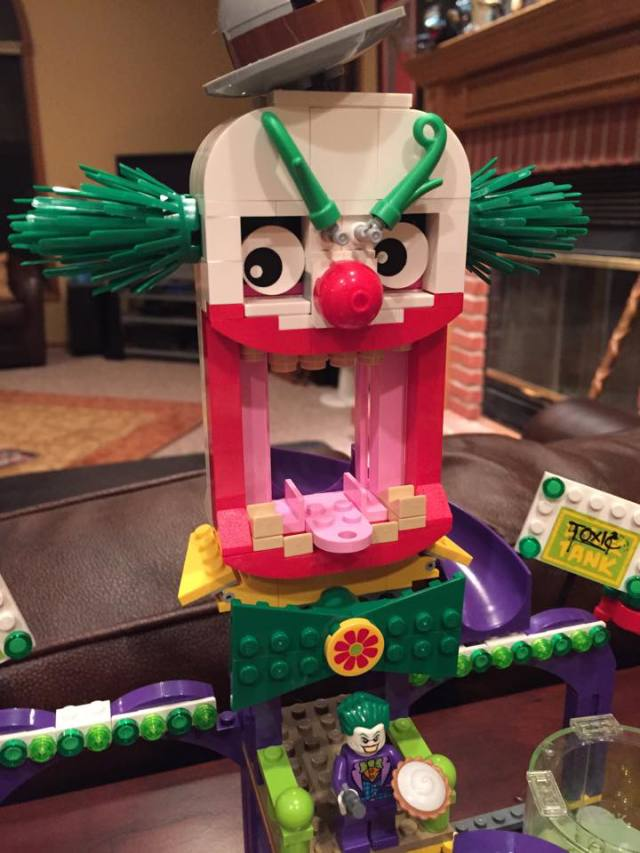 LEGO Clown Head from LEGO Batman Jokerland Summer 2015 Set