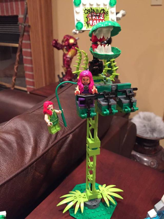 LEGO Starfire Minifigure Dropped by Poison Ivy in Carnivore Fall Jokerland Ride