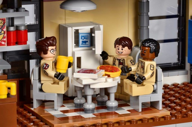 LEGO Ghostbusters Minifigures Eating in Firehouse