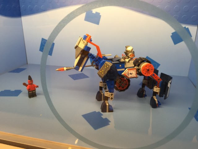 LEGO Nexo Knights Display Lance's Mecha Horse